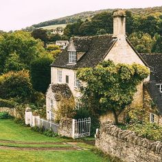Downton Abbey home for sale Dream House Ideas Abbey Cottage Downton Home Sale Garden Cottage, Cozy Cottage, Cottage Homes, Farmhouse Garden, Fairytale Cottage, Downton Abbey, Beautiful Homes, Beautiful Places, Beautiful Beautiful