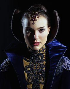 Natalie Portman as Padmé Amidala in Star Wars Star Wars Padme, Star Wars Rebels, Amidala Star Wars, Film Star Wars, Queen Amidala, Star Wars Art, Star Wars Costumes, Movie Costumes, Theatre Costumes