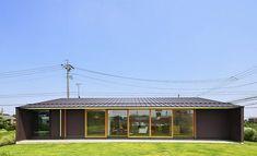 水盤のある大きな平屋 Wooden Architecture, Residential Architecture, Cabin Design, House Design, Japanese Modern House, One Storey House, Design Exterior, Tiny House Cabin, Story House