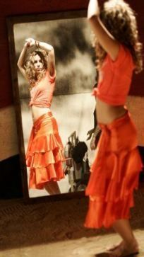 Belly Dancing Outfit Shakira 45 New Ideas In 2020 Shakira Outfits Shakira Hips Belly Dance Outfit