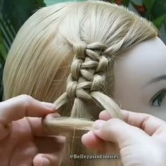 Trendfrisuren Joe, akkurater Mittelscheitel oder This particular language Cut Cease to live Frisurentrends Easy Hairstyles For Long Hair, Braids For Long Hair, Unique Braided Hairstyles, Knot Hairstyles, Doll Hairstyles, Hairstyles Videos, Updo Hairstyle, Braided Updo, Wedding Hairstyles