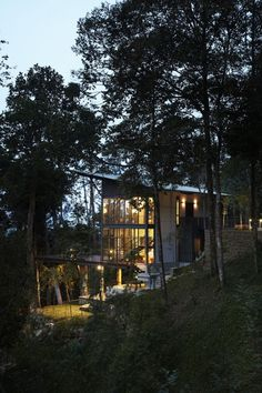 The Deck House in Pahang, Malaysia / designed by Choo Gim Wah Architect (photo by Kenneth Lim)