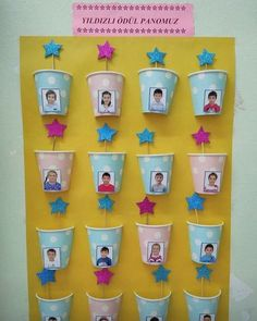 Fantastic DIY Classroom decor Ideas to motivate and also aid you get started - Invite your pupils this year to the institution with an impressive course setting making use of styles! Classroom Birthday, Classroom Board, Preschool Classroom, Birthday Bulletin Boards, Classroom Ideas, Birthday Wall, Diy Classroom Decorations, School Decorations, Classroom Displays