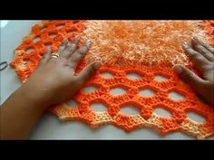 TecnohGamers shared a video Crochet Mat, Crochet Carpet, Crochet Pillow, Crochet Stitches, Free Crochet, Crochet Patterns, Bathroom Crafts, Vintage Crochet, Crochet Flowers
