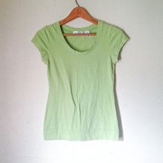"""☀️$8 w/ Make Offer☀️Green Short Sleeve Basic Shirt This shirt is in good condition. It is short sleeves and features a scoop-neck. Bust: 15"""" flat across or 30"""" around. This would look great paired with the white, green and blue plaid bermuda shorts for sale! Will be happy to bundle the two  Geri C. NY Tops Tees - Short Sleeve"""