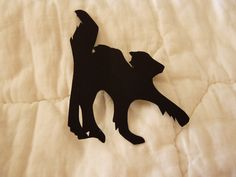 Halloween Cat Silhouette (Size small) - Gatto di Halloween (Piccolo) by DropsofBrightness on Etsy Cat Silhouette, Halloween Cat, Halloween Decorations, Moose Art, Handmade Gifts, Cats, Animals, Vintage, Craft Gifts