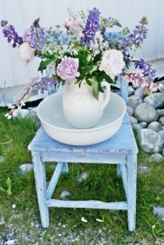 Love this Cottage Shabby Chic!