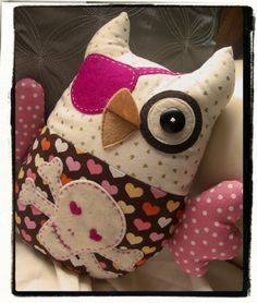 Owl + skull and crossbones = Chi Omega Softies, Plushies, Sewing Crafts, Sewing Projects, Girl Skull, Owl Pillow, Owl Always Love You, Owl Crafts, Wise Owl