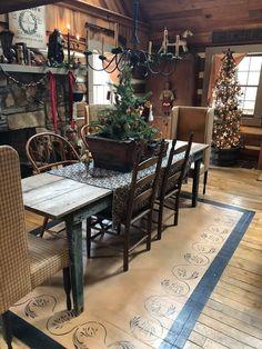 Prim Decor, Country Decor, Farmhouse Decor, Primitive Decor, Primitive Dining Rooms, Primitive Homes, Primitive Country, Primitive Christmas, Rustic Christmas