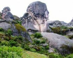 #Trekking: Impresionantes monumentos con formas humanas y de animales acompañan el camino hacia la meseta de Marcahuasi, una de las Siete Maravillas del Perú.  http://www.deaventura.pe/rutas-de-trekking/trekking-en-marcahuasi