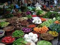 Up early for Hanoi's central food market Vietnam Tours, North Vietnam, Vietnam Travel, Hanoi Vietnam, Hanoi Things To Do, Central Food, Fresh Food Market, Beautiful Vietnam, Fruit Shop