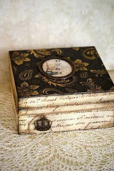 Possible workshop project? Decoupage Vintage, Decoupage Wood, Cigar Box Art, Cigar Box Crafts, Vintage Box, Vintage Shabby Chic, Deco Paris, Altered Cigar Boxes, Pretty Box
