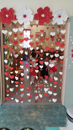 Discover thousands of images about paper flowers backdrop Diy Valentine's Day Decorations, School Decorations, Valentines Day Decorations, Valentines Day Party, Valentine Day Crafts, Birthday Decorations, Valentinstag Party, Diy And Crafts, Crafts For Kids