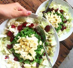 Salades zijn de ideale maaltijd wanneer je meer groentes binnen wilt krijgen. Hier delen we 5 x een heerlijk maaltijdsalade recept met jullie + uitleg. Food Inspiration, Cobb Salad, Healthy Lifestyle, Lunch, Snacks, Breakfast, Healthy Food, Recipes, Check