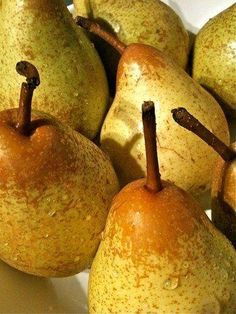 Ingredients - 700 g Pears - 2 Lemons Juice - 2 Oranges Juice - 300 g Water - 55 g Sugar How to prepare Pear Juice with Thermomix Pour water, sugar. Baking For Beginners, Recipes For Beginners, Pear Recipes, Diet Recipes, Diet Meals, Basic Bread Recipe, Pear Bread, Pear Pie, Fruit Calories