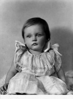 Maria Elisabeth Franziska Josepha Theresia von Wittelsbach, prinzessin von Bayern (1914 - 2011) daughter of Prince Franz of Bavaria (son of King Ludwig III of Bavaria) and his wife, Princess Isabella Antonie of Croÿ.Born at the beginning of First World War;Her childhood and youth were very troubled. She married Prince Pedro Henrique of Orléans-Braganza, head of the Imperial House of Brazil, making her the titular pretender Empress consort of Brazil.