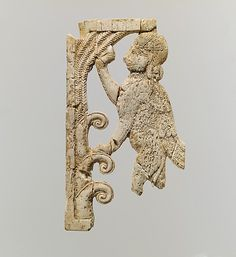 Openwork plaque with a sphinx at a tree METROPOLITAN  MUSEUM  Period:     Neo-Assyrian Date:     ca. 9th–8th century B.C. Geography:     Mesopotamia, Nimrud (ancient Kalhu) Culture:     Assyrian Medium:     Ivory