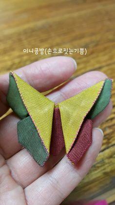 나비브로치 (패키지조각브로치 과정샷)~♡ : 네이버 블로그 Stylish Blouse Design, Fancy Blouse Designs, Fabric Brooch, Fabric Origami, Fabric Ornaments, Korean Art, Textiles, Fabric Manipulation, How To Make Bows
