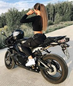 motorcycles style - Scooters ~ motorcycles for women Indian Motorcycles, Triumph Motorcycles, Custom Motorcycles, Girls On Motorcycles, Kawasaki Motorcycles, Custom Baggers, Vintage Motorcycles, Dirt Bike Girl, Biker Chick