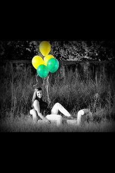 Great idea for senior pictures! Incorporate Baylor with balloons and a pop of color.