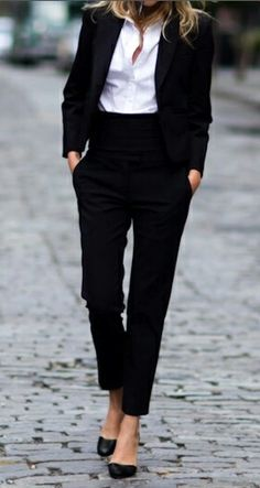Very cool & chic pant suit.