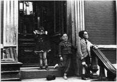 "kleidersachen: "" Helen Levitt (born New York City 1913 – died New York City New York c. printed later Gelatin silver print Image: 7 x 10 in. x cm. Walker Evans, Edward Steichen, New York City, New York Street, Harlem Renaissance, Creepy Old Pictures, Time Pictures, Old Photos, Vintage Photos"
