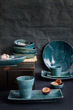 Opdrachtgever, Millermedia voor Tokyo Design Studio. Styling, Iris van der Meer. Fotografie, Peggy Janssen. Servies, tableware, ceramics, food, colorful, green, blue, turquoise Pottery Plates, Ceramic Pottery, Ceramic Art, Iris, Earth Craft, Tokyo Design, Diy Accessoires, Ceramic Tableware, Design Studio