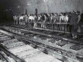 Voilà quelques images qui nous rappellent que les couloirs du métro parisien sont une vraie antiquité; notamment la ligne1 inaugurée lors de l'expositio