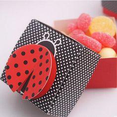 http://fr.aliexpress.com/item/Factory-directly-sale-Wedding-Decorations-70pcs-LOT-Cute-as-a-Bug-3-D-Wing-Ladybug-Favor/2038100858.html