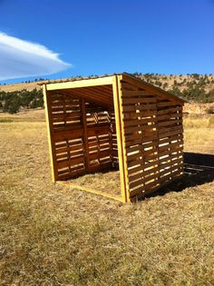Pallet Shed this would make a nice wood shed or small animal shelter. Goat Shelter, Horse Shelter, Animal Shelter, Sheep Shelter, Pallet Building, Building A Shed, Building Homes, Recycled Pallets, Wooden Pallets