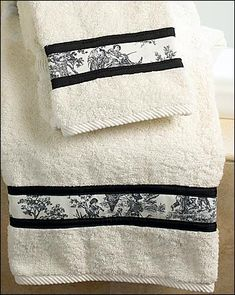 Using fabric scraps. Fabric Trimmed Towel Set in Toile. Sewing Hacks, Sewing Crafts, Sewing Projects, White Towels, Easy Bathroom Updates, Decorative Towels, Bathroom Towels, Shower Towel, Toile