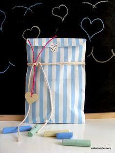 Γαλάζιο ριγέ σακουλάκι, με μια ξύλινη καρδούλα, λεπτά κορδονάκια και washi tape. Τιμή: 1,50 ευρώ. Washi, Baby Boy, Gift Wrapping, Handmade, Gifts, Gift Wrapping Paper, Hand Made, Presents, Wrapping Gifts