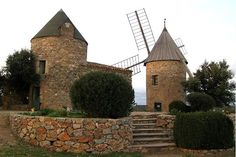 Les moulins à vent de Faugères dans l'Herault(France)