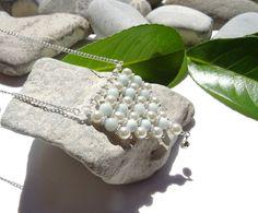 Collier en amazonite, perles de verre couleur ivoire sur accessoires en argent plaqué : Collier par lapassiondisabelle