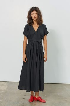 mara hoffman ingrid wrap dress black hemp Source by jenifierlambert Dresses Kimono Style Dress, Kimono Fashion, Boho Dress, Fashion Dresses, Mara Hoffman Dress, Business Mode, Dresses Australia, Inspiration Mode, Mode Style