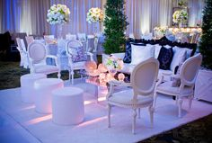 Expressing her mood, this bride envisioned a relaxed and intimate seated dinner where the lounging is integrated and refined. This setting became the perfect frame for guests to become the portrait. Floral & Decor: KehoeDesigns.com, Photography: Ryan Sjostrom