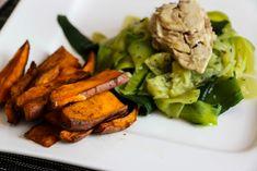 Sardinkovo-cukinová bomba so zdravými hranolkami Quinoa, Green Beans, Snacks, Meals, Chicken, Vegetables, Cooking, Recipes, Fit
