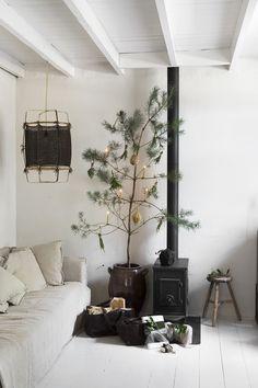 7 alternatieven voor de klassieke kerstboom | Wonen Landelijke Stijl Winter, Christmas, Home Decor, Xmas, Homes, Winter Time, Yule, Homemade Home Decor, Christmas Movies