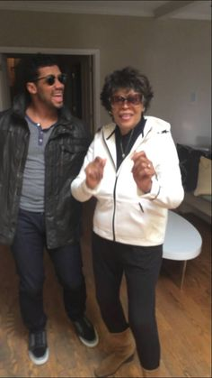 Russell Wilson Dances with his Grandma Carolyn at Christmas 2014!