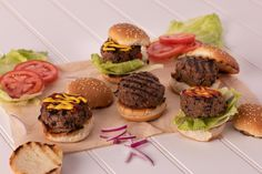 Beef and beans are a perfect match both nutritionally and flavour-wise in these delicious sliders! The protein from the beef and the fibre from the beans makes a dynamite combination that helps keep you feeling fuller for longer. Both beef and beans provide iron – beef provides heme iron while beans provide non-heme iron. Kid Friendly Dinner, Kid Friendly Meals, Heme Iron, Burger Toppings, Slider Buns, Perfect Match, Sliders, Protein, Dinners