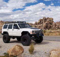 There's nowhere quite like Joshua tree // Jeep Cherokee XJ Jeep Cherokee Xj, Cherokee Sport, Jeep Xj Mods, Jeep 4x4, Jeep Truck, Jeep Wagoneer, Custom Jeep, Cool Jeeps, Jeep Life