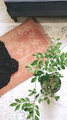 Quran Wallpaper, Islamic Quotes Wallpaper, Beautiful Quran Quotes, Beautiful Arabic Words, Islam Religion, Islam Muslim, Prayer Photos, Aesthetic Objects, Islamic Girl