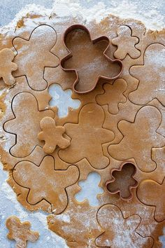 Classic Gingerbread Cookies {From Scratch} - Life Made Simple - - These classic gingerbread cookies are made from scratch and full of warm winter spices. Fun, festive and perfect for the holidays! Christmas Goodies, Christmas Desserts, Christmas Treats, Holiday Treats, Holiday Recipes, Merry Christmas, Italian Christmas, Christmas Colors, Diy Christmas