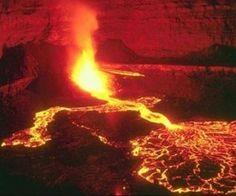 O vulcão Kilauea, um dos mais ativos do mundo, entrou em erupção em agosto de 2011 no Havaí.