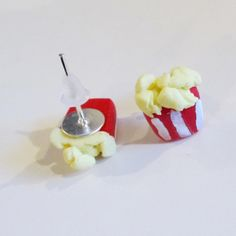 A new collection of the diner charms on earrings!!  Including Popcorn, hamburgers, hotdogs and all the rest!!Made from Polymer clay, drop earrings are fixed onto a silver plated fish hook style earring. Stud earrings are fixed onto silver plated earring posts with plastic secure backs. If required, earrings can be made into clip on earrings instead of for pierced ears, please send a note along with your order if this is needed.All items are handmade in Britain by myself, therefore can be…