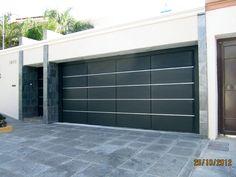 portones rusticos - Buscar con Google Garage Entry, Garage Doors, Modern Front Porches, House Cladding, Main Gate Design, Boundary Walls, Grill Design, Entry Gates, Art Deco Design