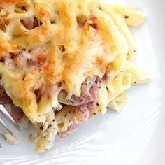 Rakott sonkás penne recept Casserole Recipes, Pasta Recipes, Cooking Recipes, Healthy Meal Prep, Healthy Recipes, Salad Cake, Hungarian Recipes, Hungarian Food, Penne