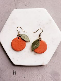 Diy Clay Earrings, How To Make Earrings, Polymer Clay Crafts, Polymer Clay Jewelry, Clay Beads, Fimo Clay, Handmade Polymer Clay, Jewelry Crafts, Handmade Jewelry