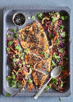 Teriyakikastikeella maustettu uunilohi ja raikas salaatti tekevät arjesta juhlaa. Tämä ruoka toimii yhtä hyvin niin lämpimänä kuin viileänä! Summer Recipes, Vegetable Pizza, Chili, Dinner, Vegetables, Summer Food, Inspiration, Dining, Biblical Inspiration