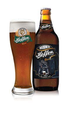 Cerveja Hoffen Bier Darkness, estilo German Weizenbock, produzida por Cervejaria Hoffen, Brasil. 6.8% ABV de álcool.